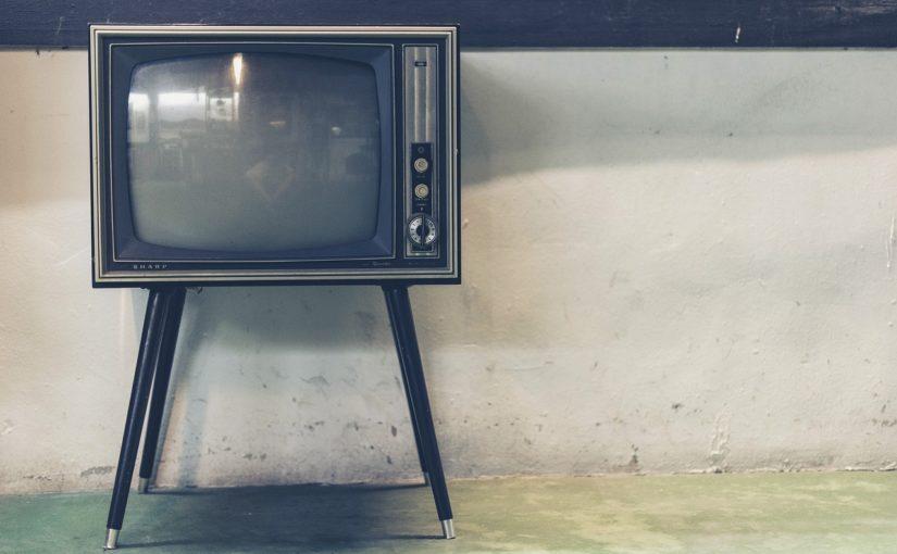 Rodzinny wypoczynek przed telewizorem, czy też niedzielne filmowe popołudnie, umila nam czas wolny ,a także pozwala się zrelaksować.